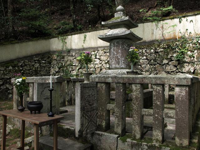 井伊直興公の2つの墓 : まち・文...
